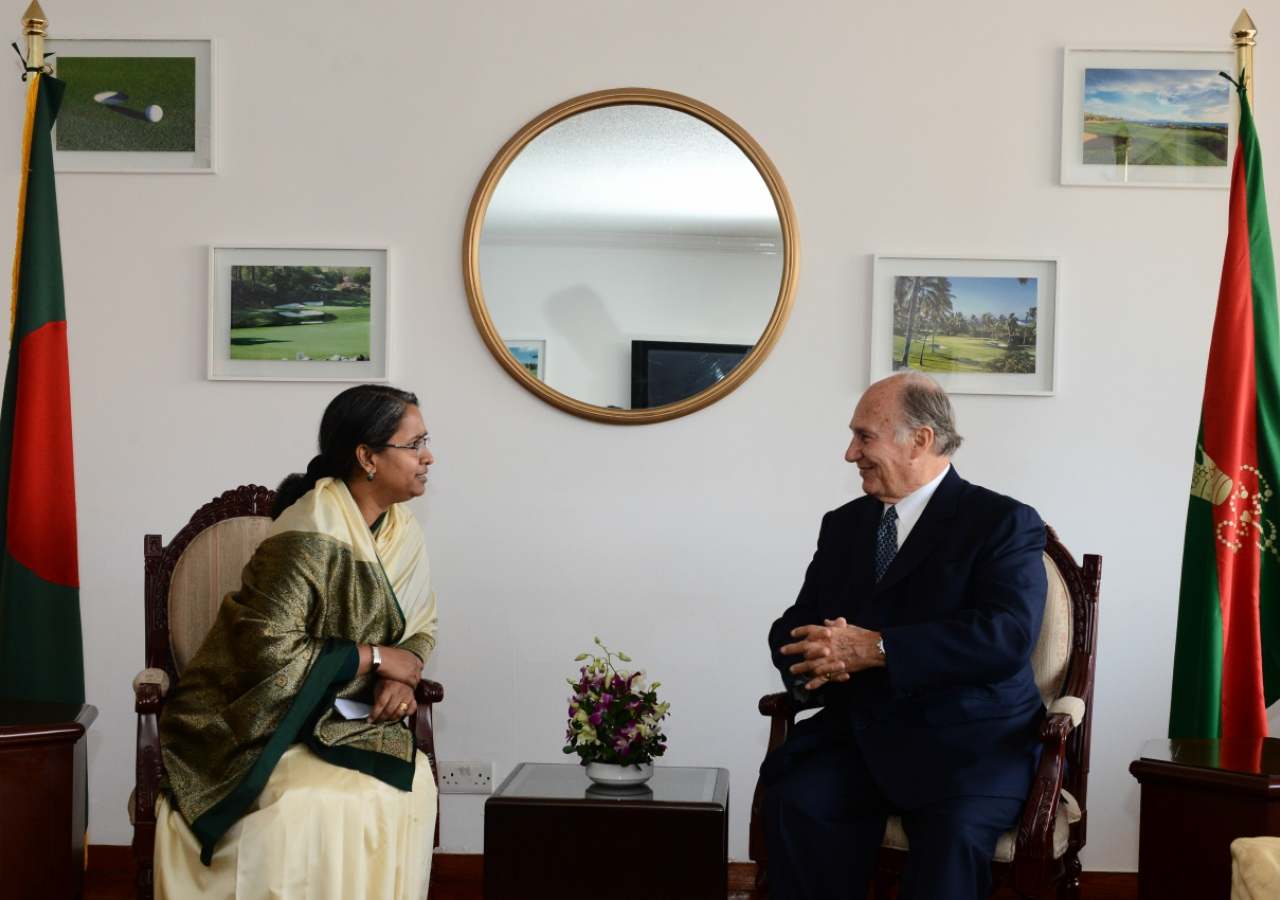 Mawlana Hazar Imam meets with the Foreign Minister of Bangladesh, Dr Dipu Moni.
