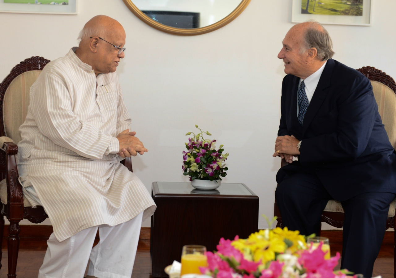 Mawlana Hazar Imam speaks with the Finance Minister of Bangladesh, Abul Maal A. Muhith.