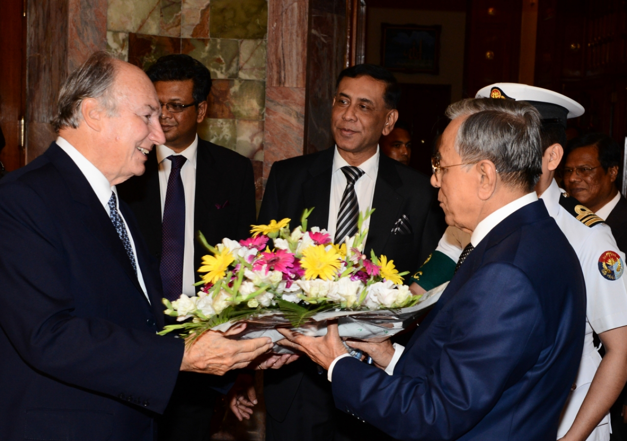 Mawlana Hazar Imam is presented with flowers by His Excellency Abdul Hamid, President of Bangladesh.