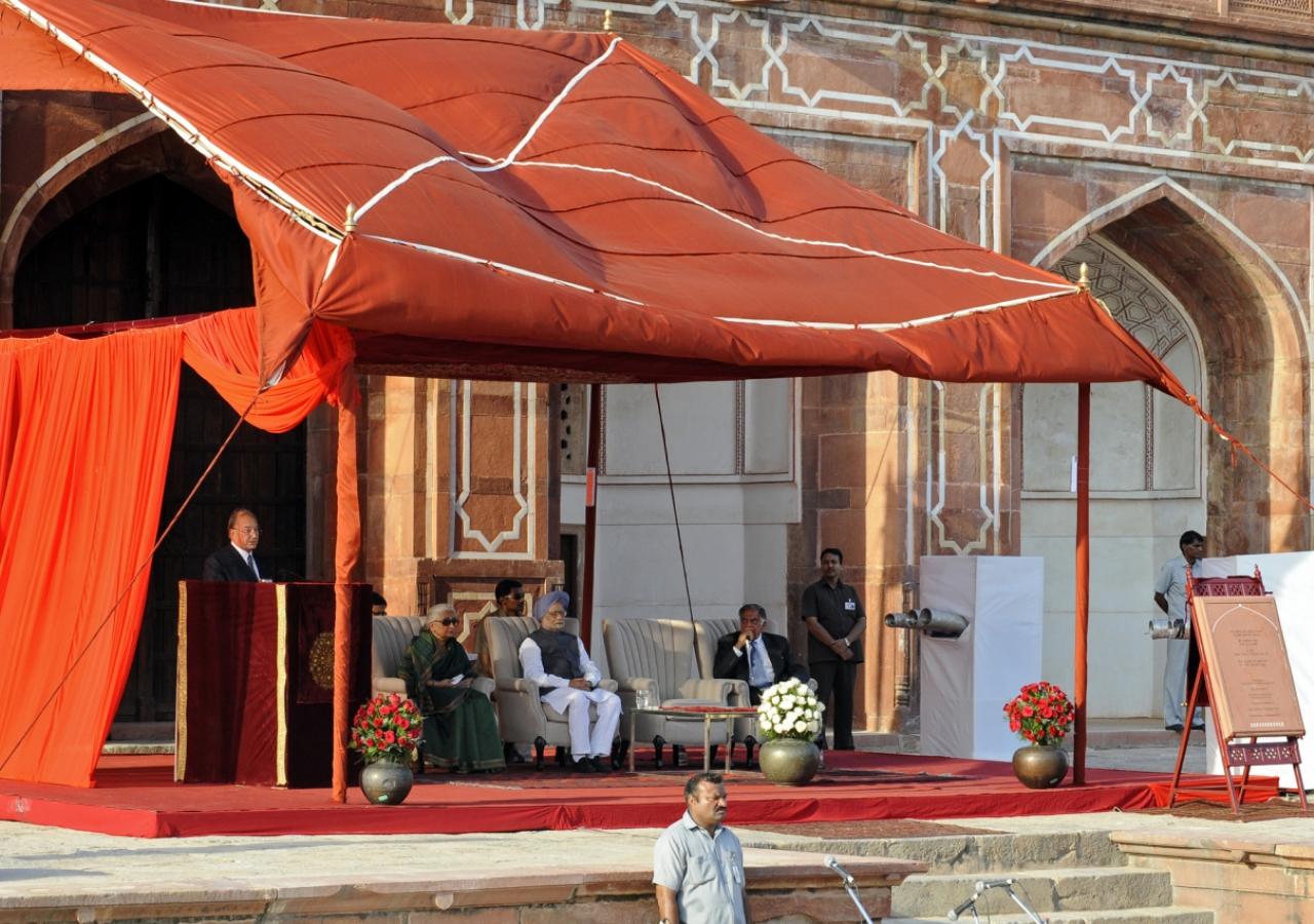 Mawlana Hazar Imam speaking at the inauguration of Humayun's Tomb in Delhi.