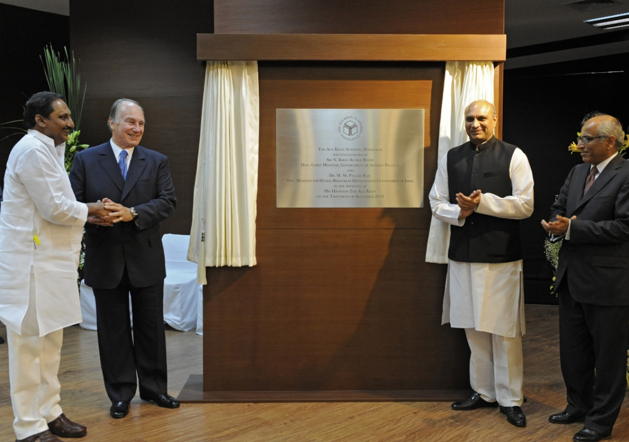 The plaque commemorating the inauguration of the Aga Khan Academy, Hyderabad is unveiled by Shri Kiran Kumar Reddy, Chief Minister of Andhra Pradesh; Mawlana Hazar Imam; Dr Pallam Raju, Minister for Human Resource Development; and Salim Bhatia, Director o