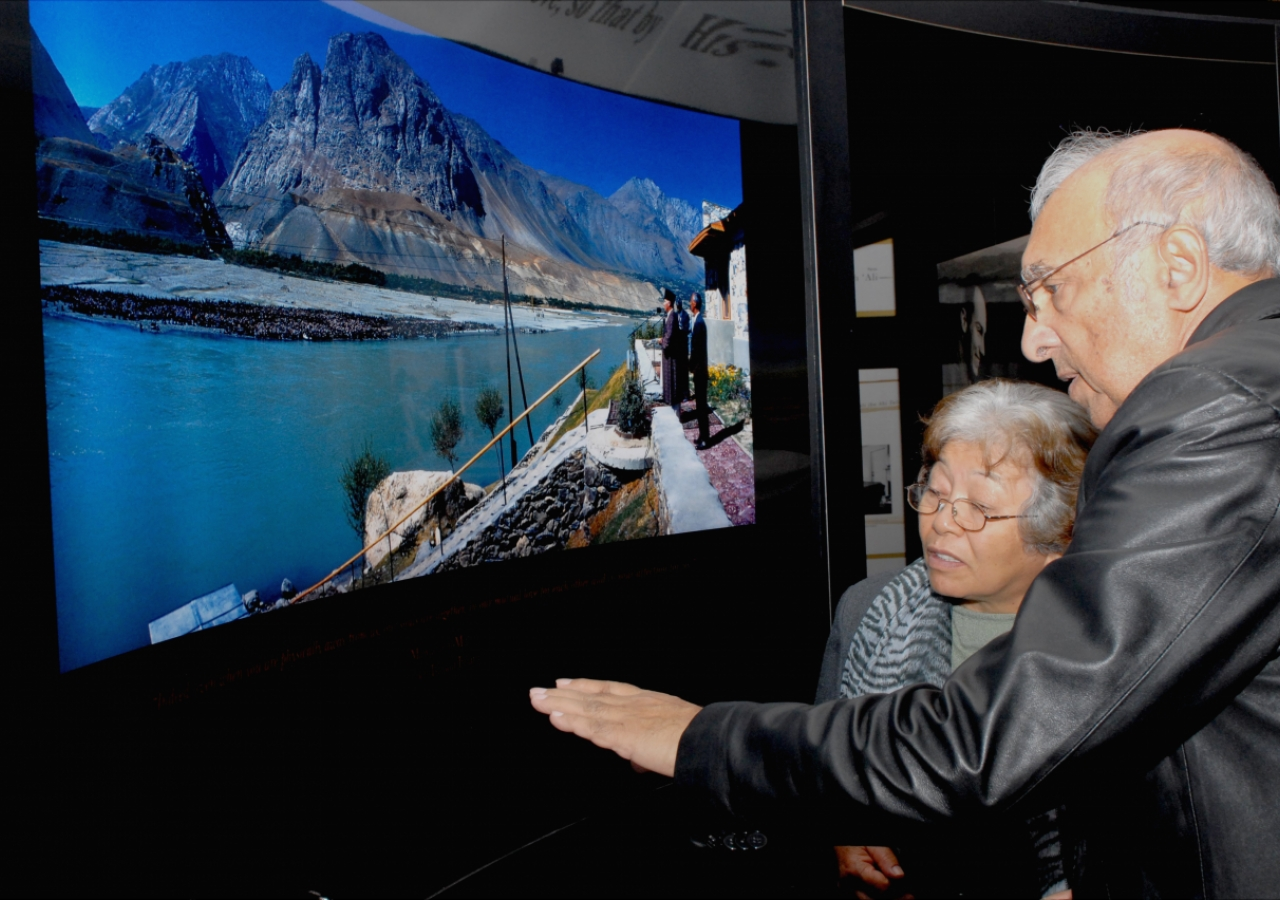 Visitors to RAYS OF LIGHT learnt about the Ismaili Imamat as the exhibition travelled across Canada.