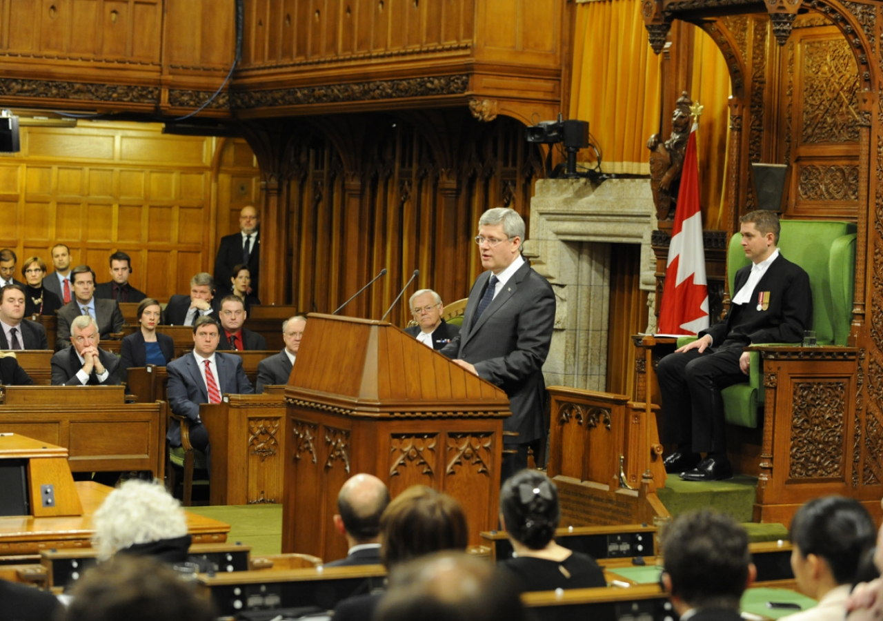 Prime Minister Stephen Harper welcomes Mawlana Hazar Imam to the House of Commons.
