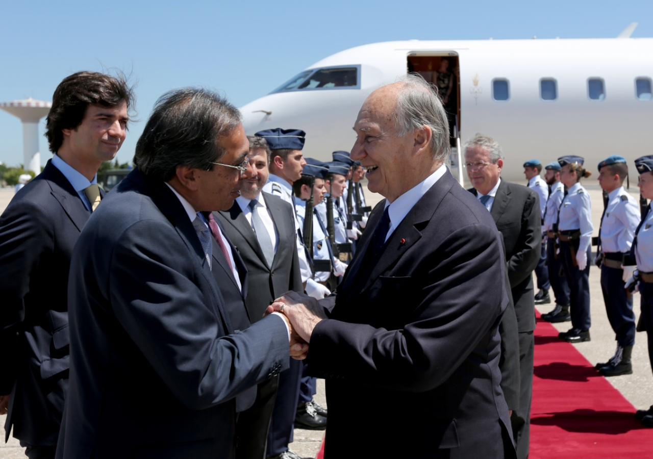 Mawlana Hazar Imam is welcomed by President Amirali Bhanji of the Ismaili Council for Portugal.
