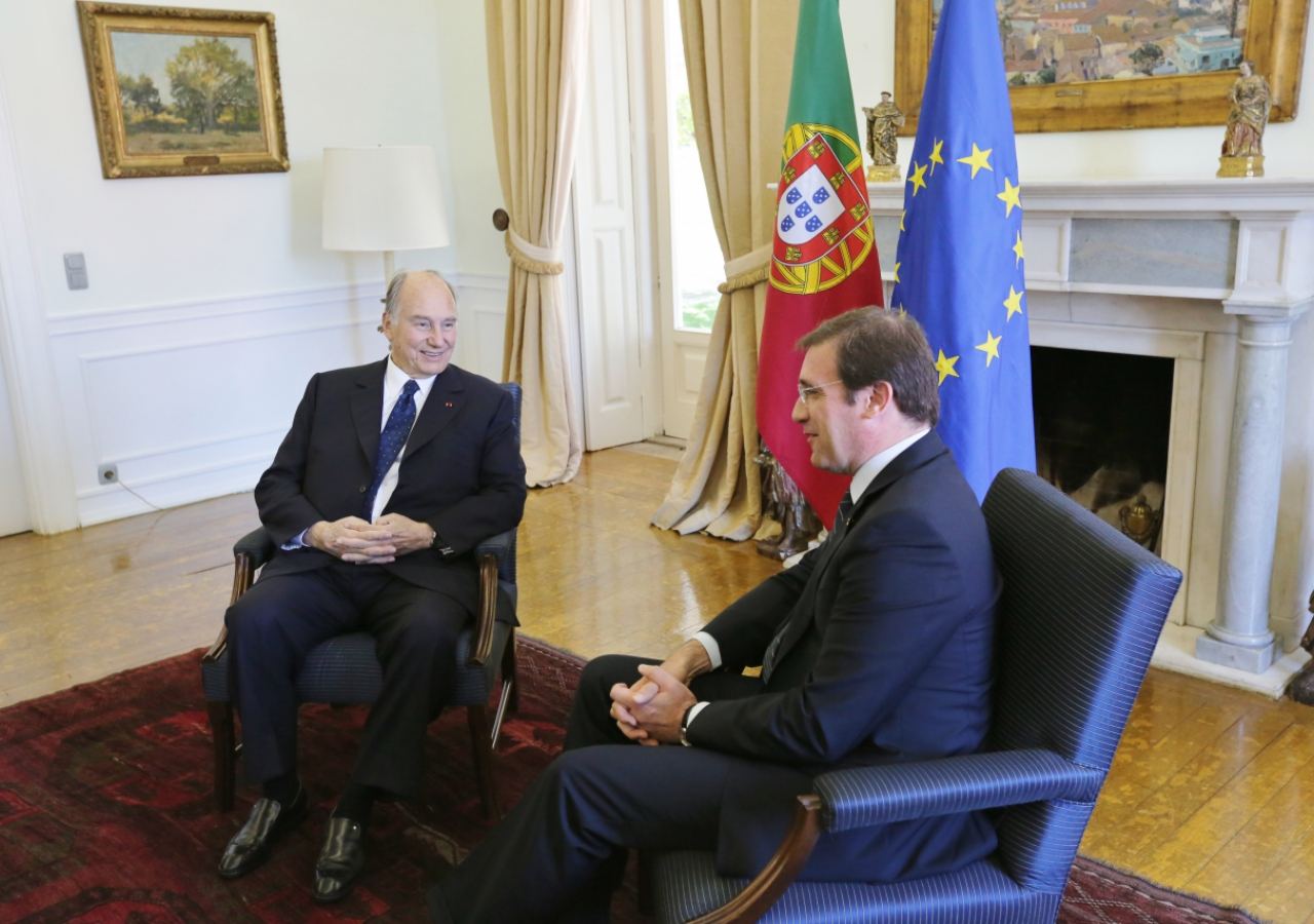 Mawlana Hazar Imam meets with Portuguese Prime Minister Pedro Passos Coelho at the Prime Minister's residence.