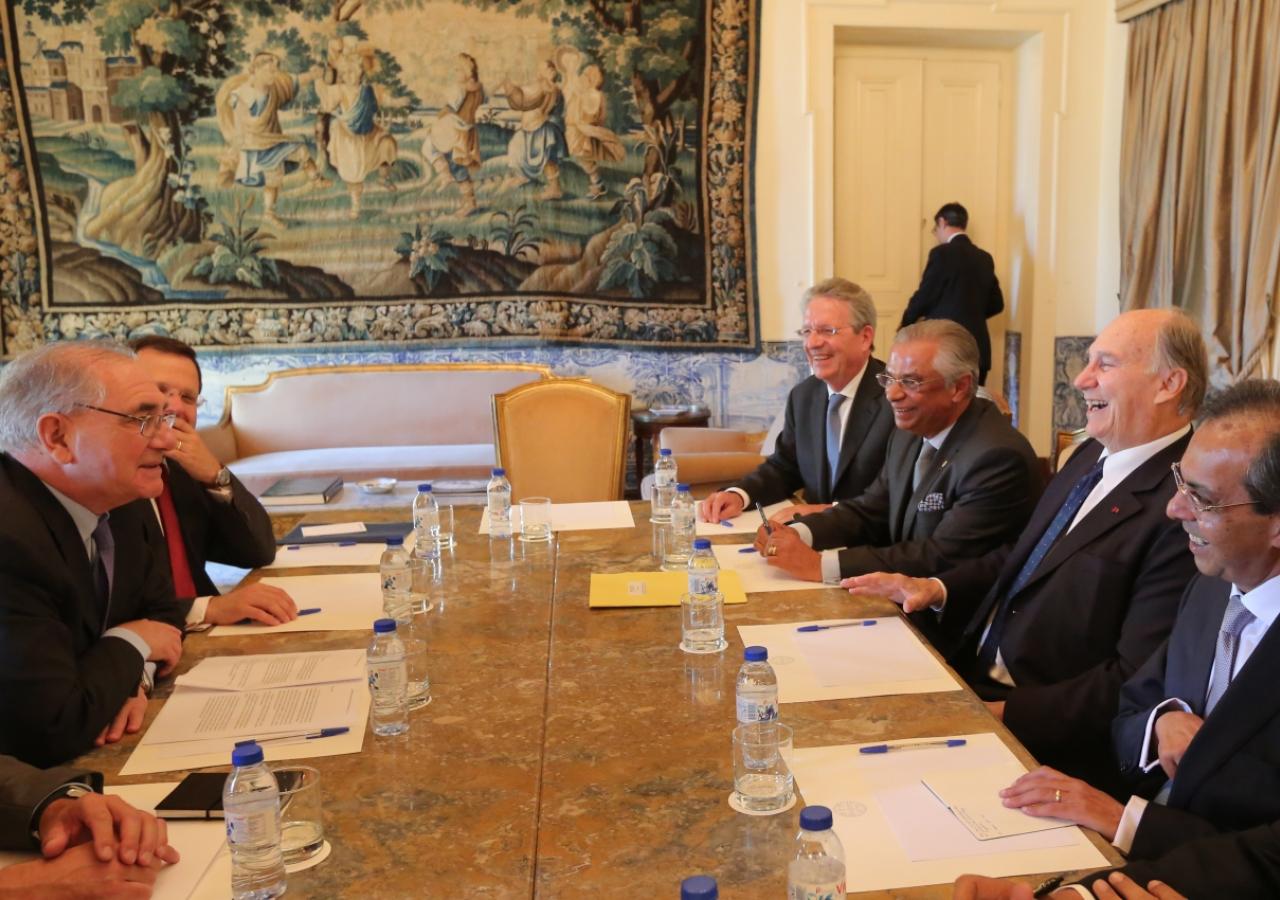 Mawlana Hazar Imam, accompanied by AKDN Resident Representative Nazim Ahmad and Ismaili Council President Amirali Bhanji, meets with Portuguese Foreign Affairs Minister Rui Machete.