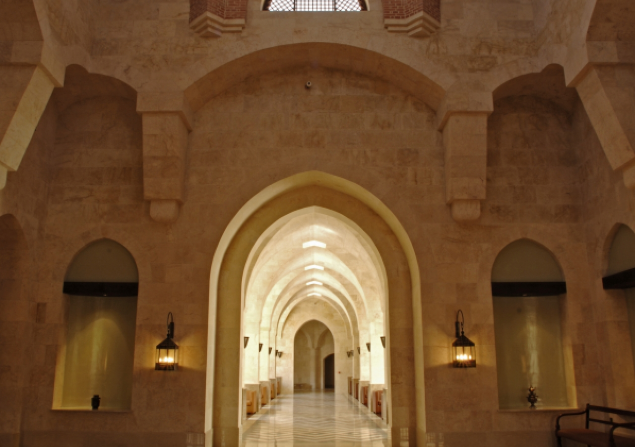 The main entrance hall of the Ismaili Centre, Dubai draws architectural inspiration from Fatimid mosques. At the centre of the colourfully patterned marble floor is an ornamental fountain crafted from a solid block of Carrara marble.