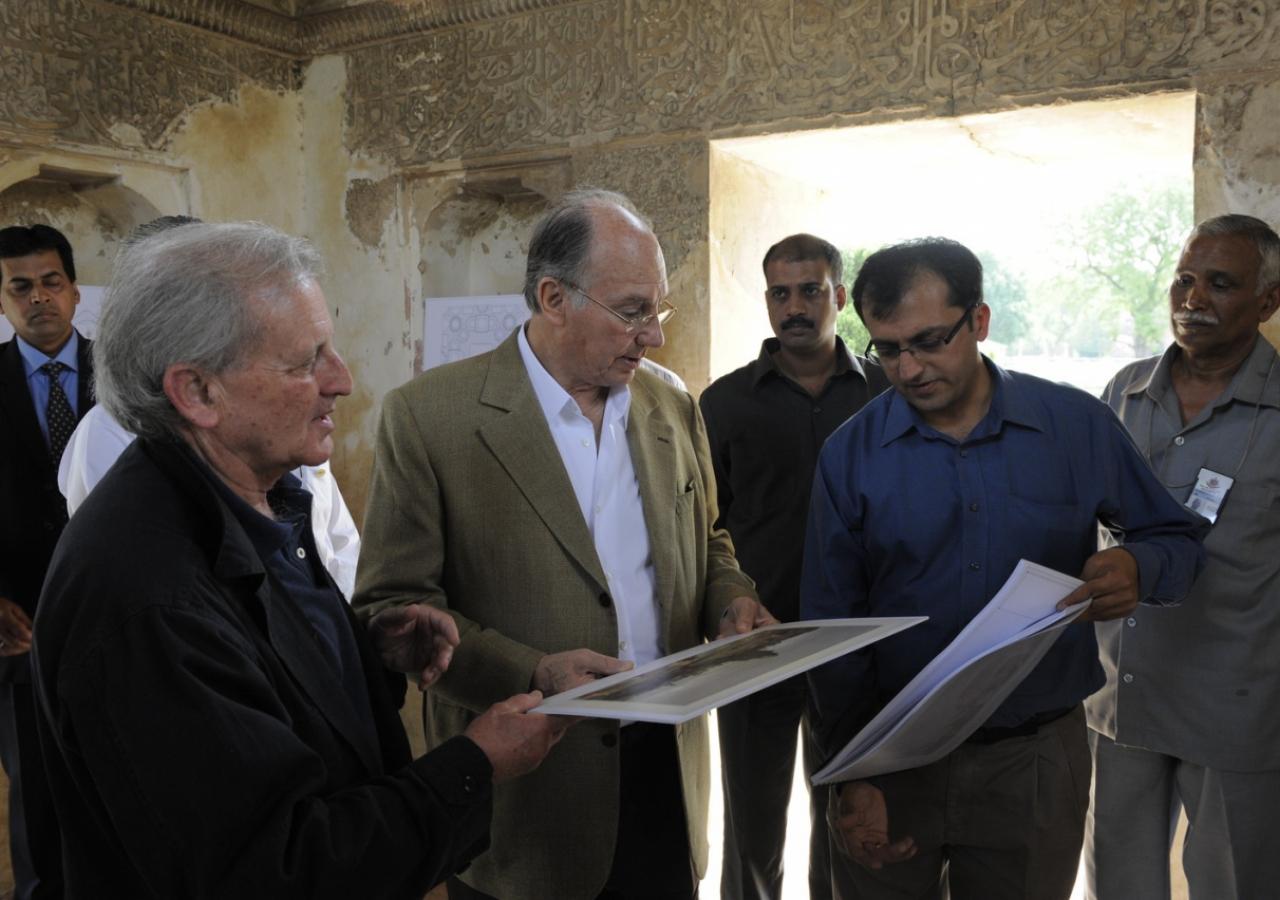 Mawlana Hazar Imam visiting the restoration sites of the Nila Gumbad and Sundar Nursery. (New Delhi, 2008) AKDN / Gary Otte