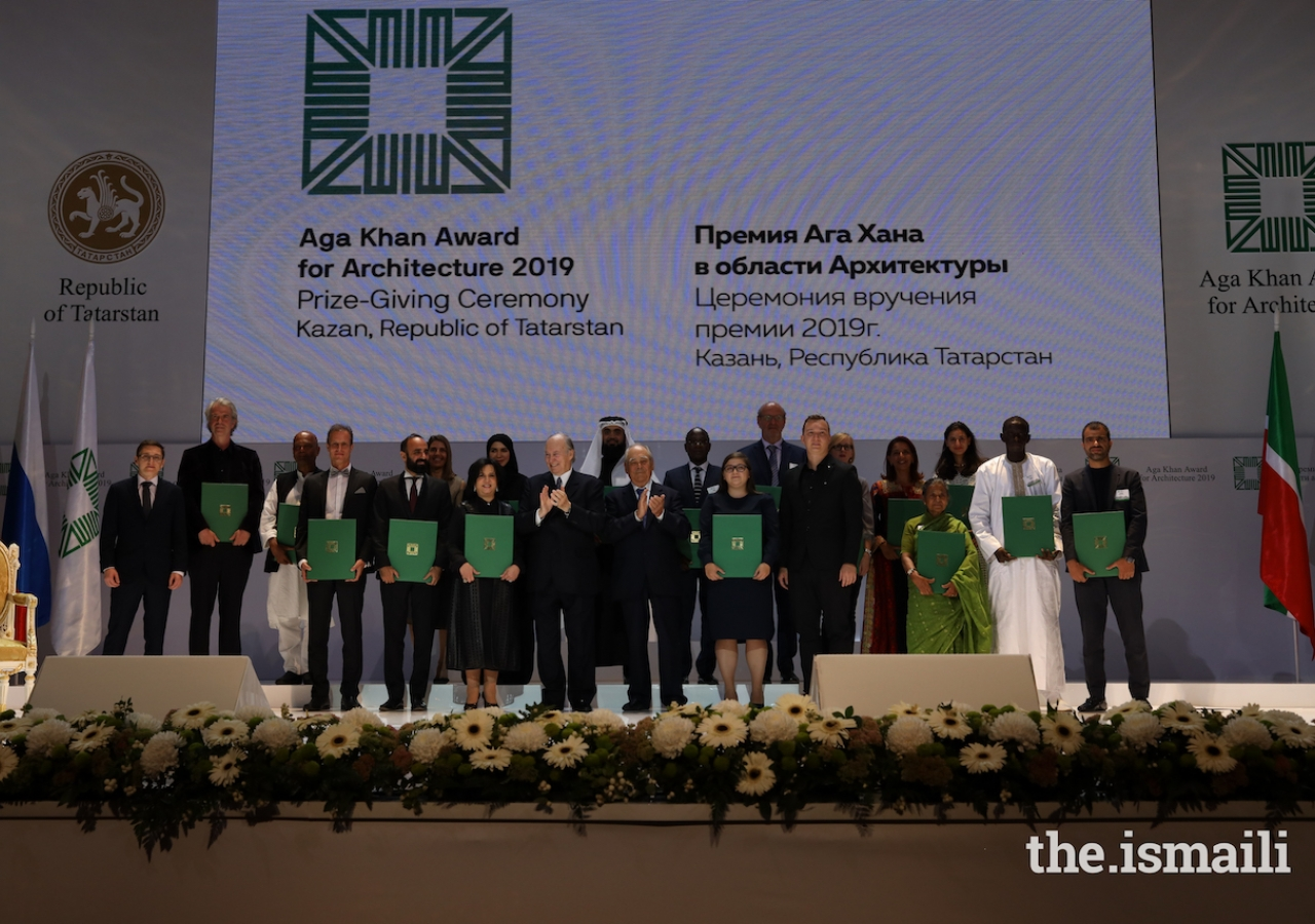 Mawlana Hazar Imam and Mintimer Shaimiev, State Councellor of Tatarstan, pose for a group photograph with winners of the 14th cycle of the Aga Khan Award for Architecture.
