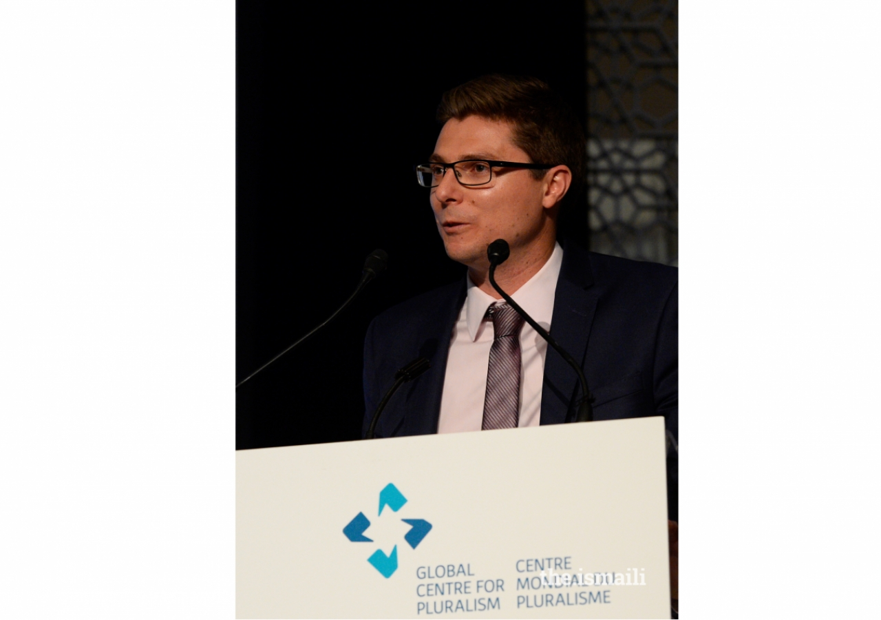 Daniel Webb delivers an acceptance speech at the Global Pluralism Award Ceremony in Ottawa on 15 November 2017.
