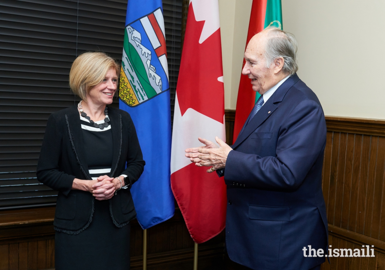 Mawlana Hazar Imam and Rachel Notley, Premier of Alberta, in discussion at the Office of the Premier.