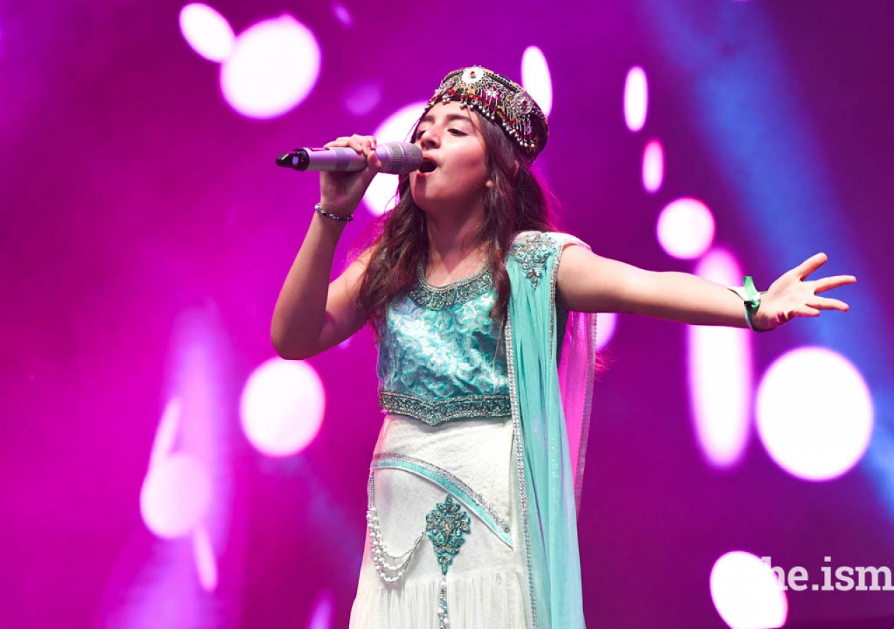 A young girl performed a hit song from Titanic at Bem Vindo a Portugal.