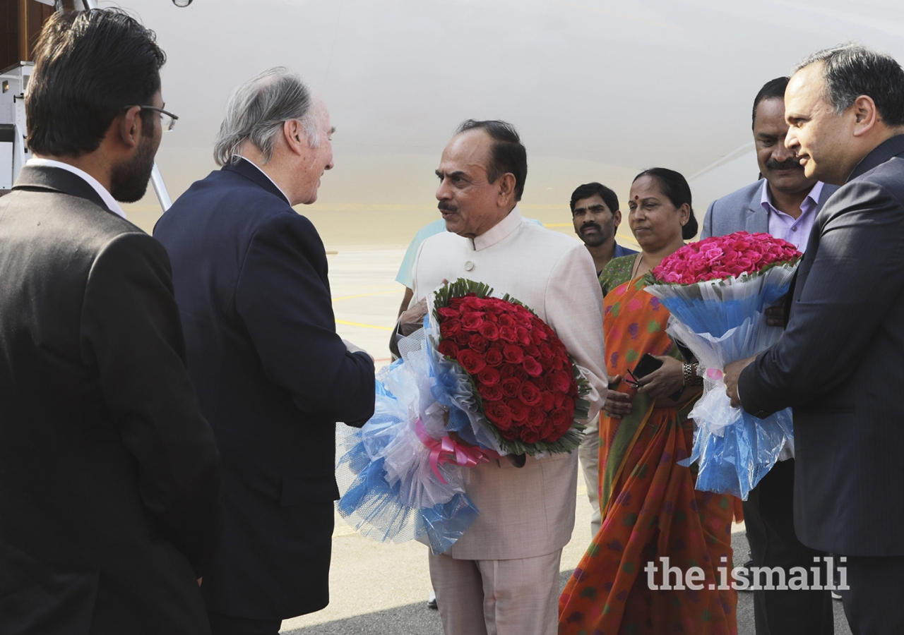 Mawlana Hazar Imam is greeted by Deputy Chief Minister Mr Mohammed Mahmood Ali upon his arrival in Hyderabad, as Telangana Chief Secretary Dr Shailendra Kumar Joshi (right) looks on.