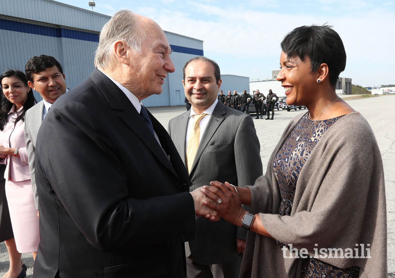 Atlanta Mayor Keisha Lance Bottoms bids farewell to Mawlana Hazar Imam as he departs Atlanta.