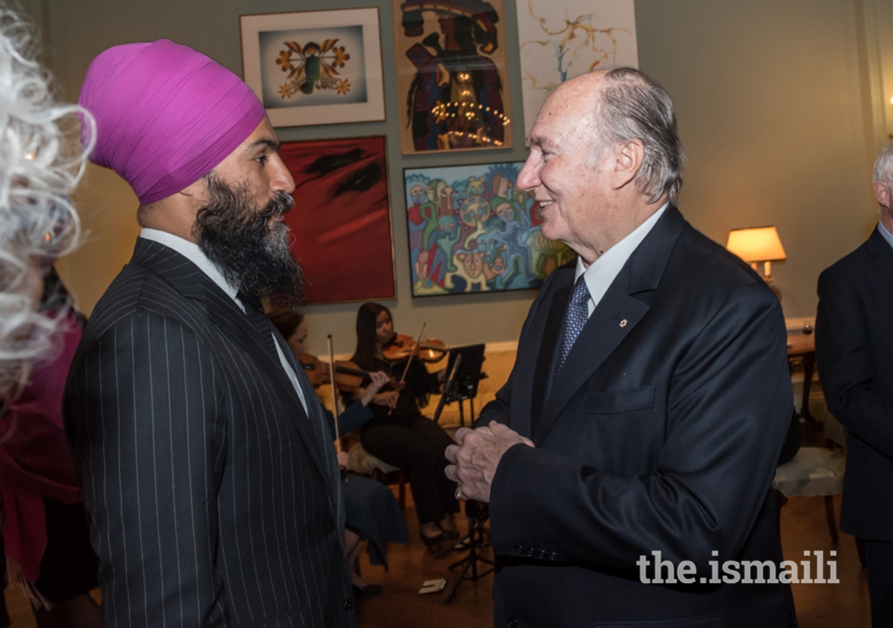 Mawlana Hazar Imam conversing with NDP Leader Jagmeet Singh at Rideau Hall during a dinner hosted in Hazar Imam's honour by Her Excellency the Right Honourable Julie Payette, Governor General of Canada, on the occasion of his Diamond Jubilee.