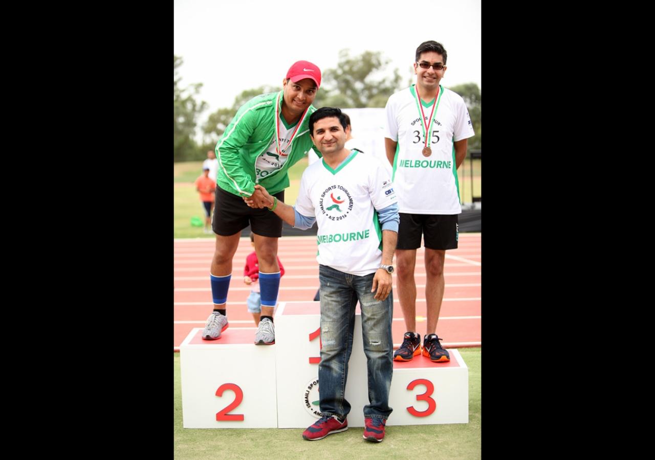 Melbourne's Mukhisaheb congratulates the winners. Ismaili Council for ANZ