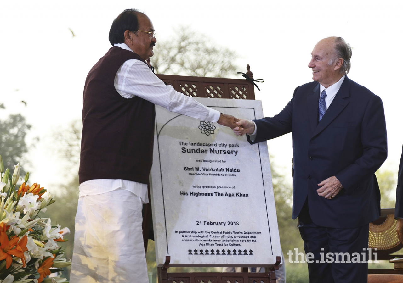 Mawlana Hazar Imam and Vice-President of India Shri M. Venkaiah Naidu, unveil a plaque to inaugurate the Sunder Nursery, a 90-acre city park in New Delhi.