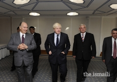 Mawlana Hazar Imam with Mayor of London Mayor Boris Johnson at the Ismaili Centre in London, 4 July 2008.