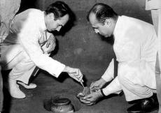 Mawlana Hazar Imam lighting a kindle of respect at Gandhi's house. (Ahmedabad, 1957) AKDN