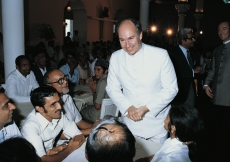 Mawlana Hazar Imam in discussion with Jamati members during his Silver Jubilee visit to India. (1983) Christopher Little