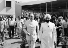 Mawlana Hazar Imam with President Zail Singh, at the opening ceremony of the Aga Khan Baug Development project in Versova. (Mumbai, 1983) Christopher Little