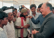 Mawlana Hazar Imam speaking with villagers who have been working with the Aga Khan Rural Support Programme, India. (Mota Jambuda, 1989) AKDN / Gary Otte