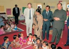 Mawlana Hazar Imam at the Malia Hatina Day Care Centre in Gujarat. (Malia Hatina, 1989) AKDN / Gary Otte