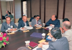 Mawlana Hazar Imam in a meeting with members of the DCB Bank. (Mumbai, 1989) AKDN / Gary Otte