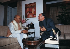 The Prime Minister of India, Shri P.V. Narasimha Rao and Mawlana Hazar Imam share a light moment during a private meeting. (New Delhi, 1992) Dieter Ludwig