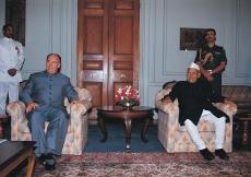 Mawlana Hazar Imam and the President of India, Dr Shankar Dayal Sharma at Rashtrapati Bhavan, the Presidential House. (New Delhi, 1992) Dieter Ludwig