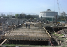March 2006: A view of the Prayer Hall suspended slab, where formwork and reinforcement are in progress.