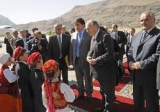 Children welcome Mawlana Hazar Imam upon his arrival in Khorog, the capital of Tajikistan's Gorno-Badakhshan Autonomous Oblast.