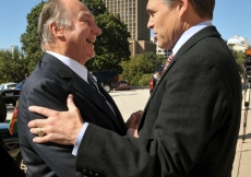 Governor Rick Perry welcomes Mawlana Hazar Imam at the steps of the Texas State Capitol in Austin.