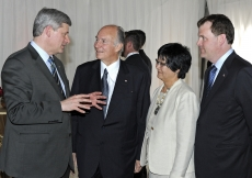 Prime Minister Stephen Harper and Mawlana Hazar Imam in conversation with the Honourable Ministers Bev Oda and John Baird.