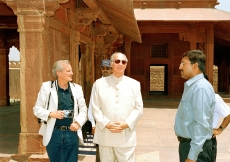 His Highness the Aga Khan, accompanied by Luis Monreal, General Manager of the Aga Khan Trust for Culture,  at the Fatehpur Sikri, near Agra. (Sikri, 2003) Patrick Ruchdi
