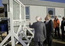 Fumihiko Maki and Mawlana Hazar Imam discuss the glass finish options for the courtyard walls of the Aga Khan Museum in October 2010.