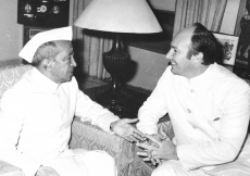 Mawlana Hazar Imam with Mr. Basappa Danappa Jatti, former President of India. (New Delhi, 1978) Capital News Photos