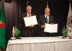 Following the signing of the Agreement of Cooperation between the State of Illinois and the Ismaili Imamat, Mawlana Hazar Imam and Governor Quinn hold up the agreement documents for all to witness.