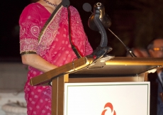 Princess Zahra addressing the Jamati leadership of India at the institutional dinner held in her honour.