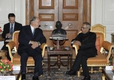 Mawlana Hazar Imam visits the President of India, Mr Pranab Mukherjee, at the Rashtrapati Bhavan. (New Delhi, 2013) AKDN / Gary Otte