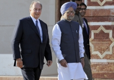 Mawlana Hazar Imam with Indian Prime Minister Manmohan Singh at the inauguration of the restoration of Humayun's Tomb in Delhi.