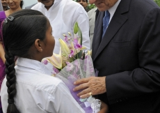 A young girl presents Mawlana Hazar Imam with flowers on the occasion of the inauguration of the Aga Khan Academy, Hyderabad.