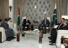 Mawlana Hazar Imam and Khawaja Asif discussing matters of mutual interest. Also in attendance are Princess Zahra, AKDN representatives and Government Officials.