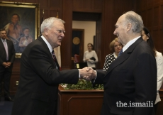 Georgia Governor Nathan Deal welcomes Mawlana Hazar Imam to the State Capitol before discussing matters of mutual interest on Tuesday, March 14, 2018.