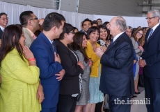 Mawlana Hazar Imam thanks Jamati representatives for coming out to greet him on his arrival in Calgary.