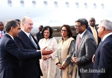 Mawlana Hazar Imam is welcomed to Kenya by leaders of the Jamat.