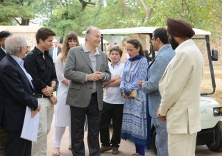 Mawlana Hazar Imam speaking with AKTC staff after touring the Sundar Nursery and Batashewala complex with Prince Aly Muhammad, Princess Zahra and her children, Sara and Iliyan. AKDN / Narendra Swain