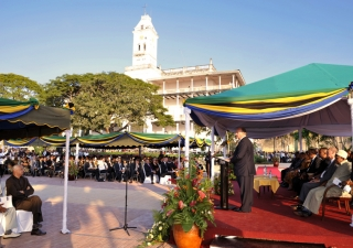 Mawlana Hazar Imam and Dr Amani Abeid Karume, President of Zanzibar and Chairman of the Revolutionary Council, accompanied by Madame Shadya Karume, inaugurate the completion of the US$ 2.4 million restoration of Stone Town's Forodhani Park.