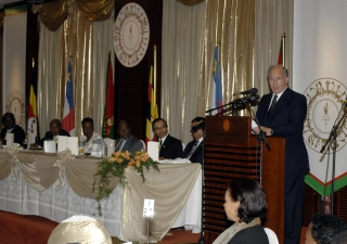 Mawlana Hazar Imam talks at a banquet in honour of President Yoweri Museveni of Uganda, with President Francois Bozize of the Central African Republic and Joachim Chissano, former President of Mozambique also in attendance.