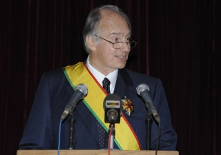 Mawlana Hazar Imam, awarded the Grand Cross of the National Order of Mali, delivers a speech at a state banquet at the President's Palace at Koulouba.